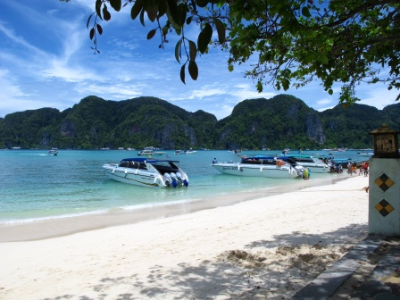 Speedboating and island-hopping in Phuket and Ko Phi Phi