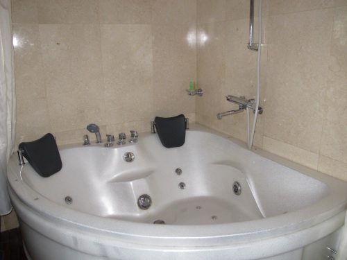 If you're traveling as a couple, ask for the cabin with this jacuzzi. Perfect for honeymooners!