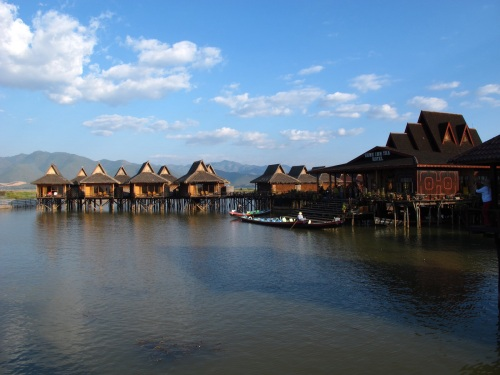 Shwe Inn Thar Floating Hotel